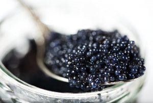 Caviar Sturgeon iStockphoto with logo 300x202 - Menjanje društvene svesti neophodno za suzbijanje korupcije u ilegalnoj trgovini kavijarom
